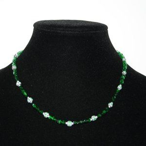 Beautiful green glass beaded necklace 17""